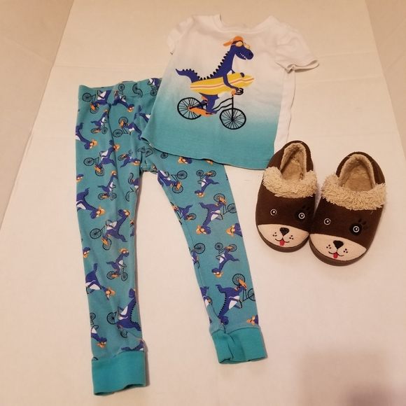 Boys 4T Dinosaur Pajamas and Houseshoes